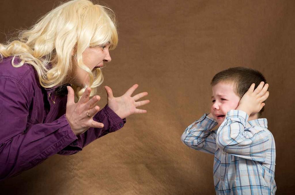 qué hacer cuando un niño pega a su madre