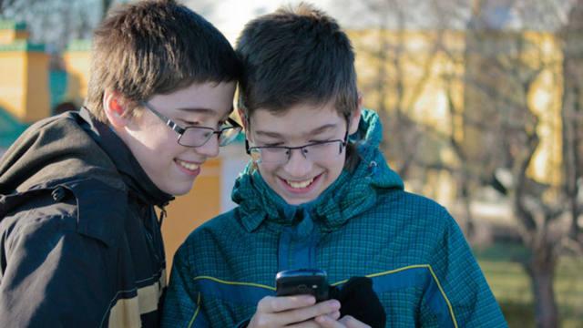 adicciones en adolescentes a redes sociales
