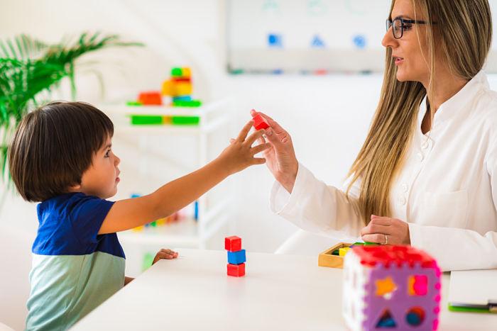 Terapia de refuerzo y correccion en psicologia para niño de 3 años